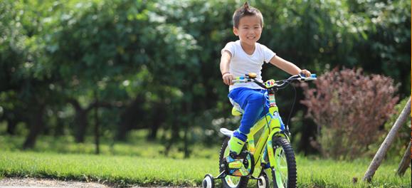 儿童自行车 应根据年龄段选购